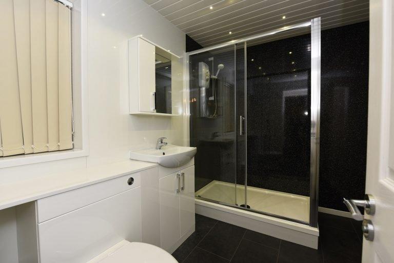 Dartside Holidays Property Accommodation Dartmouth Bathroom Shower